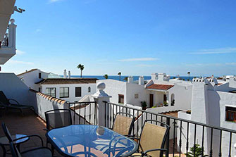 shared pool apartment duquesa