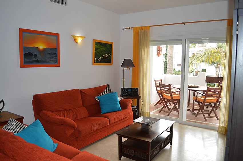 A 2 bedroom holiday apartment in estepona costalita golf for Kitchen room estepona