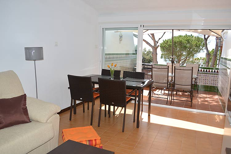 A 1 bedroom holiday apartment in estepona aldea de la for Kitchen room estepona