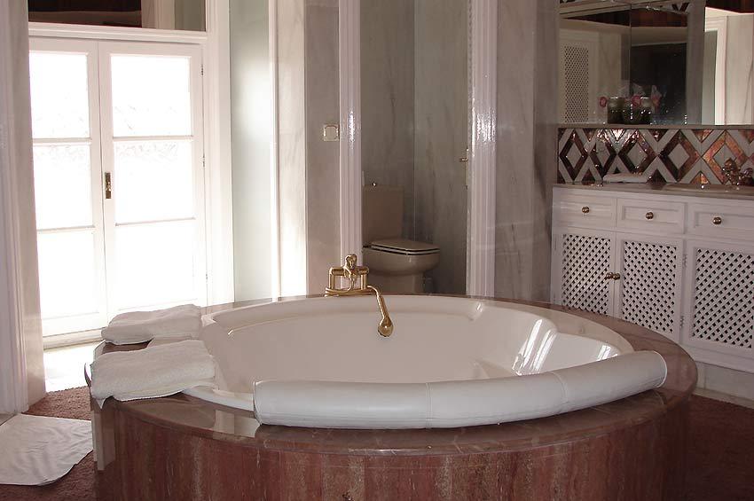 https://estepona-apartments.com/aplicacion/vistas/imagenes/1485508095-8.jpg