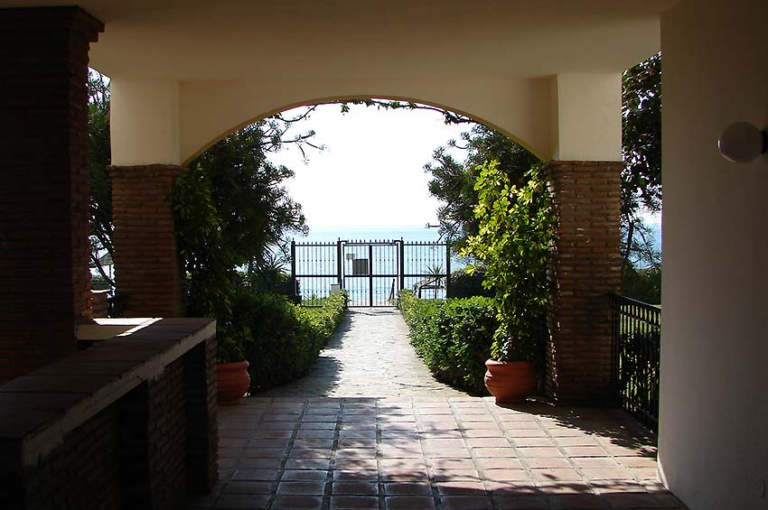 Apartment in Estepona Direct access to the beach