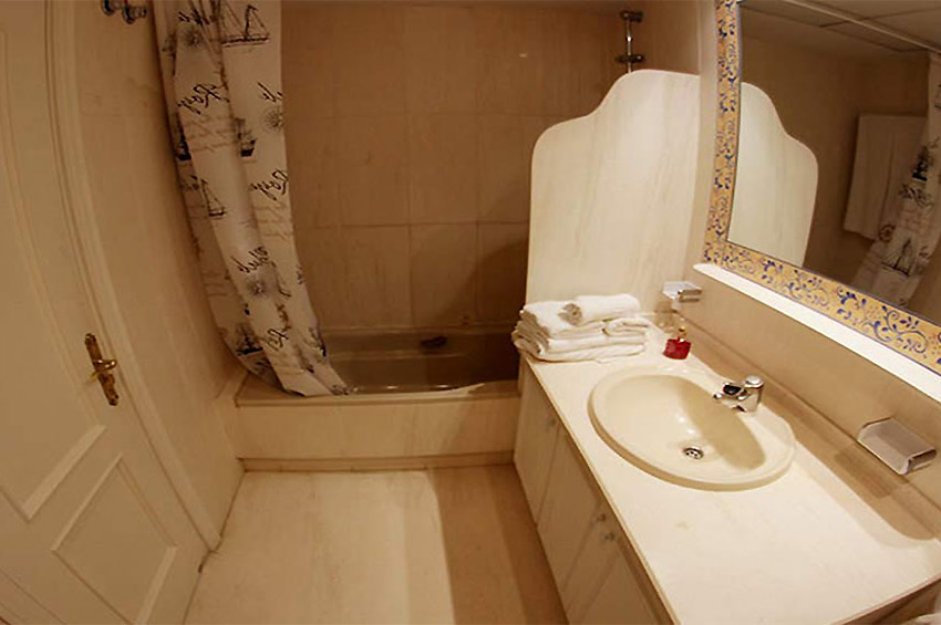 Apartment in Estepona Bathroom