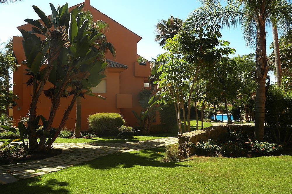 https://estepona-apartments.com/aplicacion/vistas/imagenes/1517053978-8.jpg