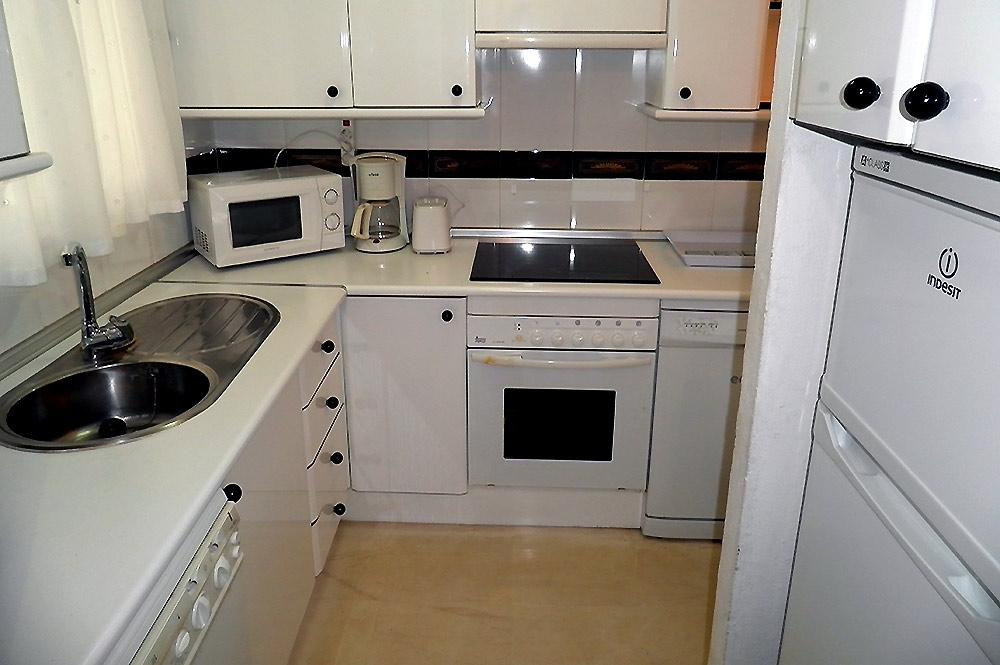 https://estepona-apartments.com/aplicacion/vistas/imagenes/1527600301-4.jpg