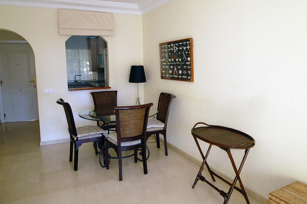 https://estepona-apartments.com/aplicacion/vistas/imagenes/1547044767-3.jpg